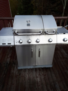 Kenmore 60,000 BTU stainless steel BBQ - with searing and side