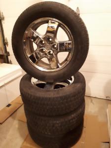 RIMS/MAGS/JANTES + Pneu d'hiver / winter tires 215 65 r16 monté