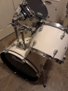 Pearl Forum Series 5 Piece Drum Kit