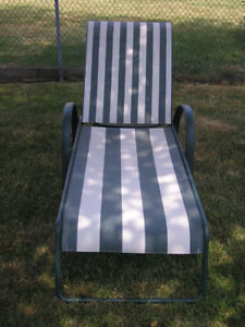 Outdoor Lawn Chair Lounger Recliner With Pad
