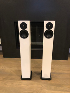 Totem Arro Speakers - White -like new