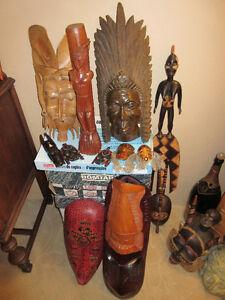 Masques et statue en bois de différents pays