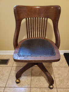 BEAUTIFUL ANTIQUE WOODEN OFFICE CHAIR