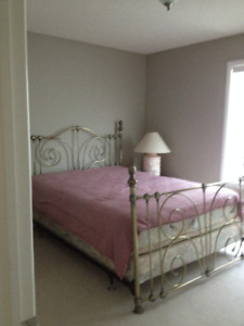 Sunny, large room for rent in Evergreen Area SW, $500mt