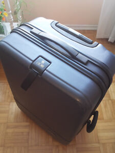 """Crown Hard Cover Luggage, 24"""""""