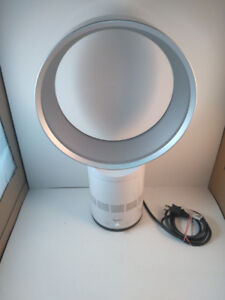 "Dyson AM01-10 Oscillating Bladeless Table Fan 10"" White Silver"