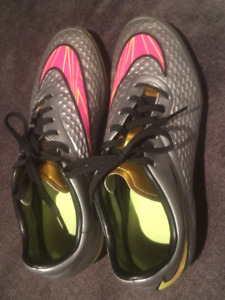 Nike soccer shoes - Hypervenom - kids size 7