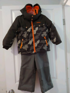Boys size 4T OshKosh snowsuit