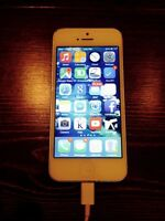 Unlocked iPhone 5 white 32G - w/ tempered glass protector & case