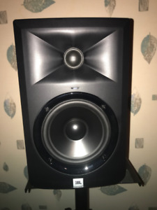 2x JBL LSR305 Studio Monitor (w/ stands and 6-foot cables)