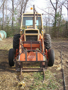 970 Case Tractor with #70 Case Loader