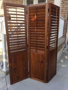 Louvre Style Folding Privacy Screen in Solid Wood