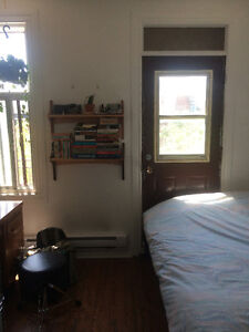 5 1/5 Grand in Mile End (2 Rooms for Rent)