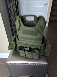 Airsoft plate carrier, new condition, with pouches