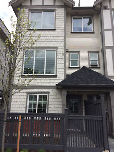 3 Bed Room + 1 Den + Roof Deck - 1463ft2 - Townhouse in Willowby