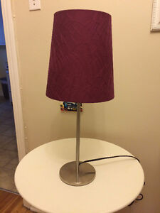 Lampe de table! Purple table lamp in perfect condition