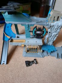 Hot Wheels Batcave with car