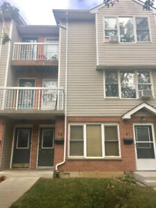 Townhouse for rent hamilton mountain Available June