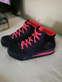New Girl's North Face boots kids 13