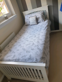 Single bed pulls out to Double bed