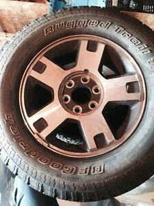 4 pneus d été servis 2 mois pour Ford f 150 avec mag