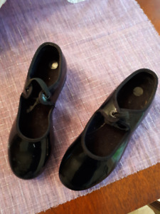 Girls Bloch tap shoes - Size 12.5Med   Good condition