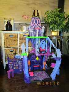 Monster High house/Maison Monster high
