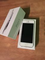 iPhone 5 32gb white locked to bell/virgin $200 firm!!
