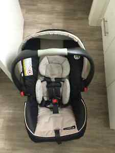 Graco SnugRide Click Connect 35 Carseat and Base