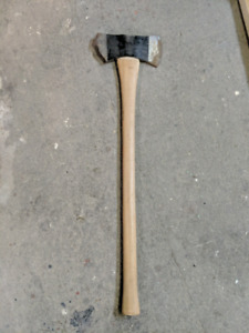 Double-sided axe [one side of blade broken]