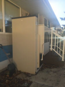 WHEELCHAIR LIFT FOR OUTSIDE YOUR HOUSE IN EXCELLENT CONDITION