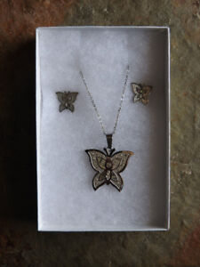 BRAND NEW butterfly-themed necklace & earring set!