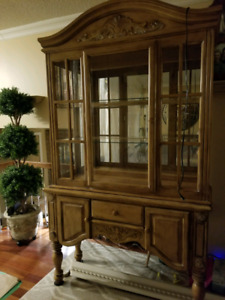 Top Quality 2 Piece China Cabinet *Buffet & Hutch *