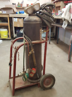 WELDING TANK WITH HOSE AND TORCHES ON CART