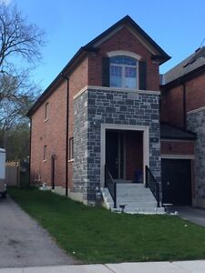 EXECUTIVE TOWNHOUSE FOR LEASE DOWNTOWN BRADFORD MOVE IN JUNE 1S