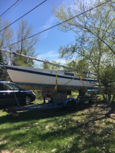 Cal 20 Sailboat with trailer.