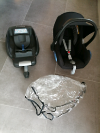 Maxi-Cosi Pebble Group 0+ infant car seat, with Maxi-Cosi EasyBase 2
