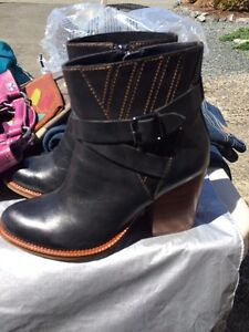 Hush puppies black leather ankle boot