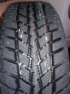 205 55 r16 New Winter tires avec rims