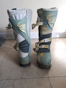 Womens size 7 thor birt bike boots