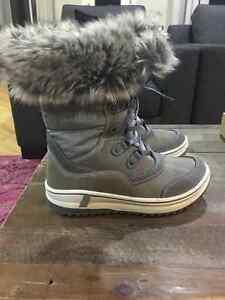 """Like New Size 7 Grey Santana Canada """"Marta"""" Boots Strathcona County Edmonton Area image 2"""