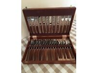 Canteen of cutlery. Glosswood 30 piece