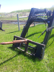 Quick Attach Ezee on 2130 &  2100 Loaders w/7' Bucket +Bale Fork
