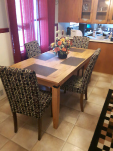 Dining room set in lucky lake