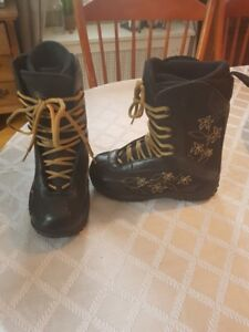 LADIES SNOW BOARD BOOTS
