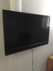Cracked TV for parts / repair