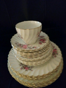 Johnson Dinner Set