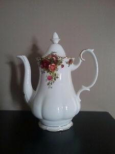 Royal Albert Old Country Roses (England) Coffee Pot