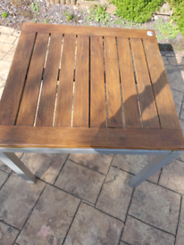 metal/ wooden garden table