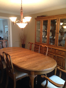 Solid Oak dining room set - Table, Buffet & Hutch plus 6 chairs